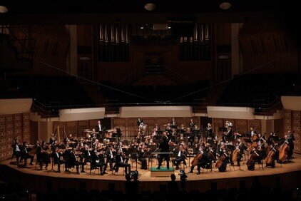 HK Phil back on stage to preview its exciting 2020/21 season First audience-admitted concert broadcast live in 4K through 5G network for music-lovers in HK and worldwide since January
